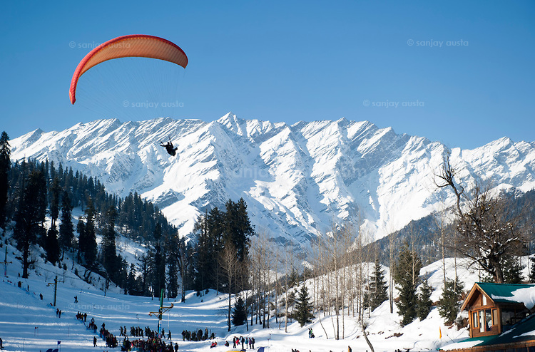 HONEYMOON IN MANALI