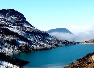 STUNNING NORTH EAST HILLS LAKES SNOW PEAK