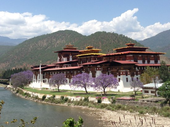 BHUTAN THE HIMALAYAN KINGDOM